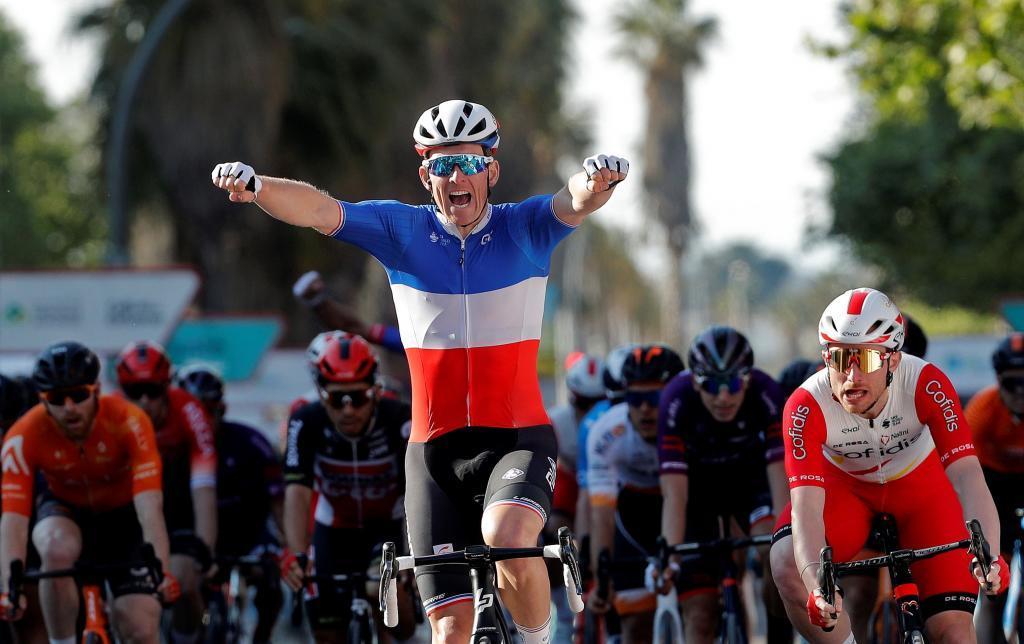 Arnaud Démare triunfa en la última etapa de la Vuelta a la Comunidad Valenciana en la capital del Turia.