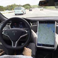 Dos muertos al chocar un Tesla en Texas que circulaba sin conductor