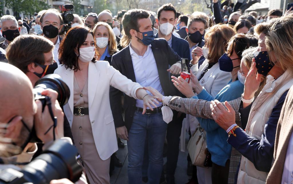 Isabel Díaz Ayuso y Pablo Casado, en el inicio de la campaña del PP.
