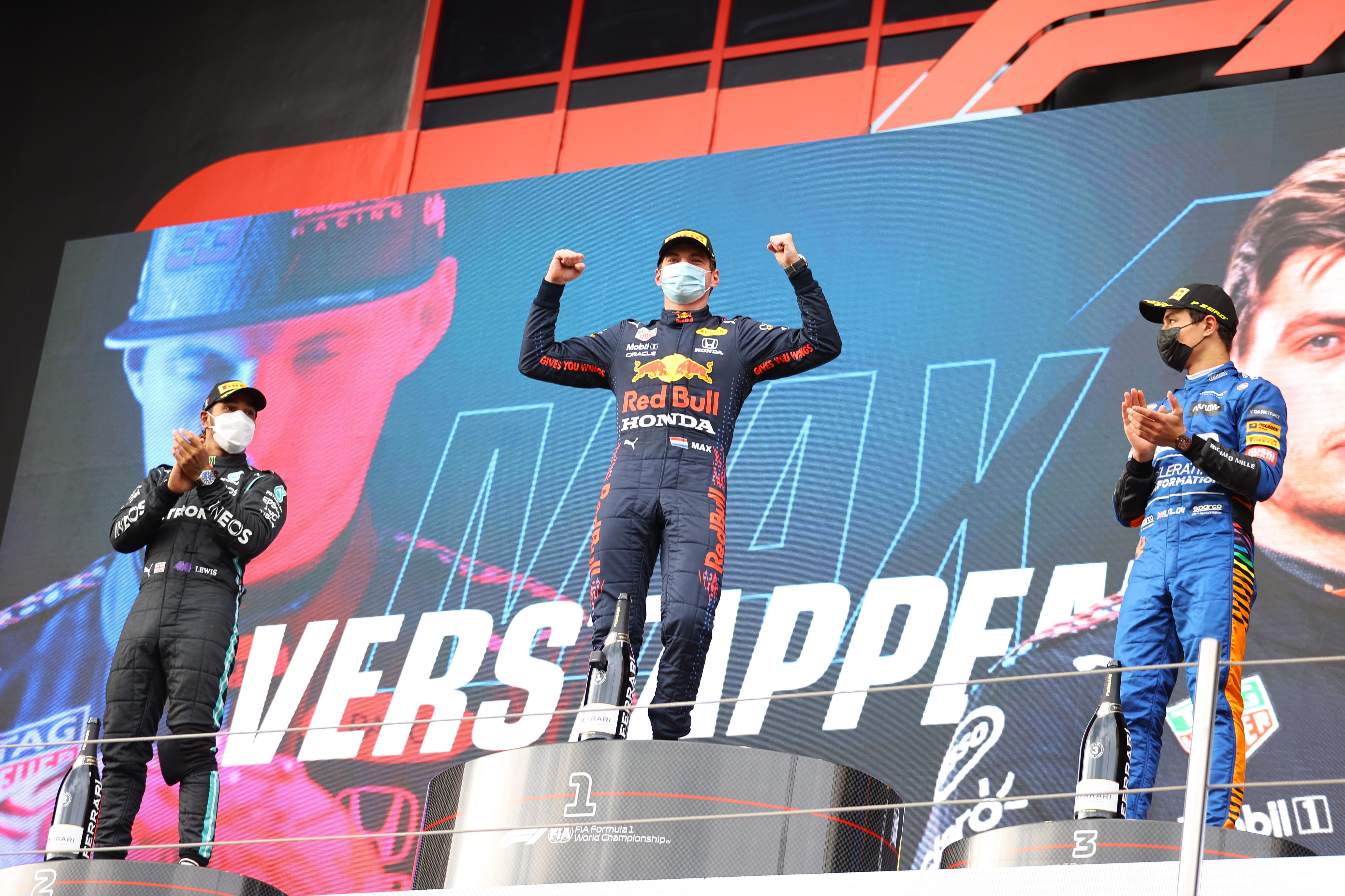 Hamilton, Verstappen y Norris, en el podio.