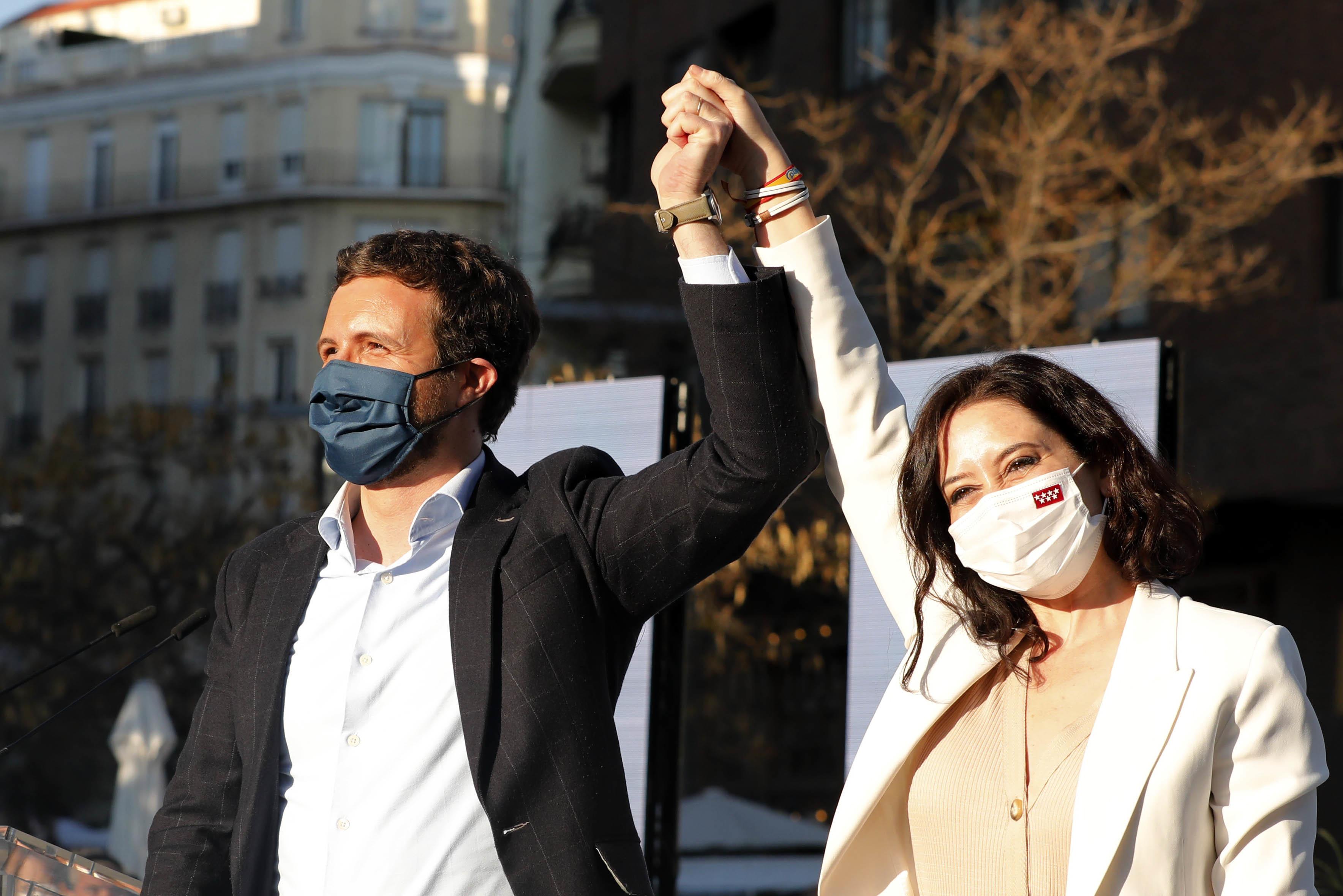 Pablo Casado e  Isabel Díaz Ayuso, en campaña.
