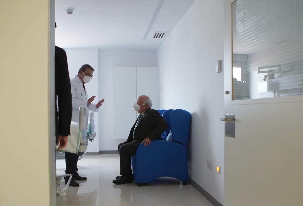 El consejero de Salud de Andalucía, Jesús Aguirre, durante la inauguracion del Hospital de Emergencia COVID-19 en el antiguo Hospital Militar Vigil de Quiñones.