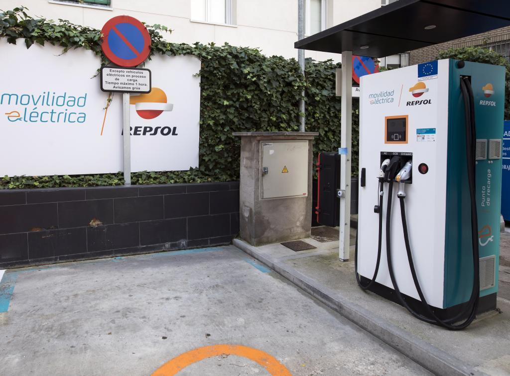 Punto de recarga en una gasolinera de Madrid.