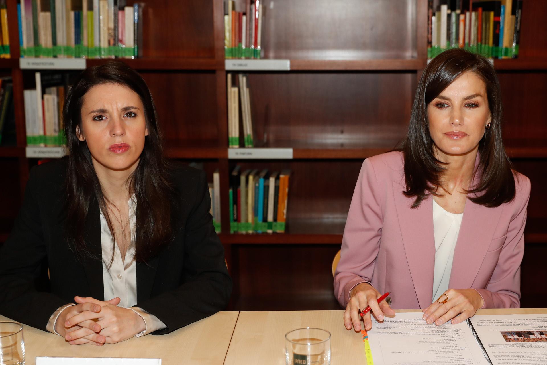 La 'feministra', el año pasado contagiada de covid junto a Letizia.