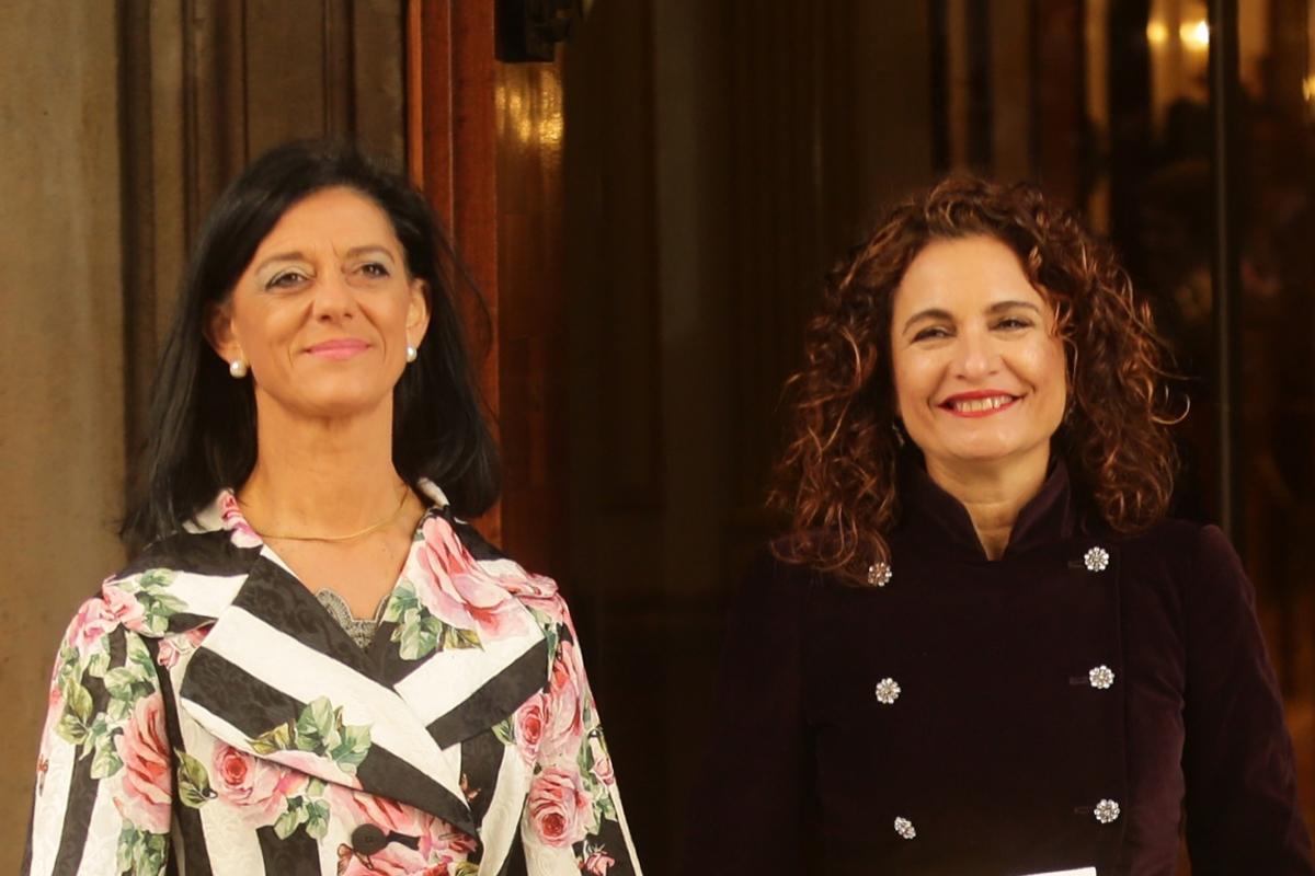 La secretario de Estado de Hacienda, María José Gualda y la ministra, María Jesús Montero.