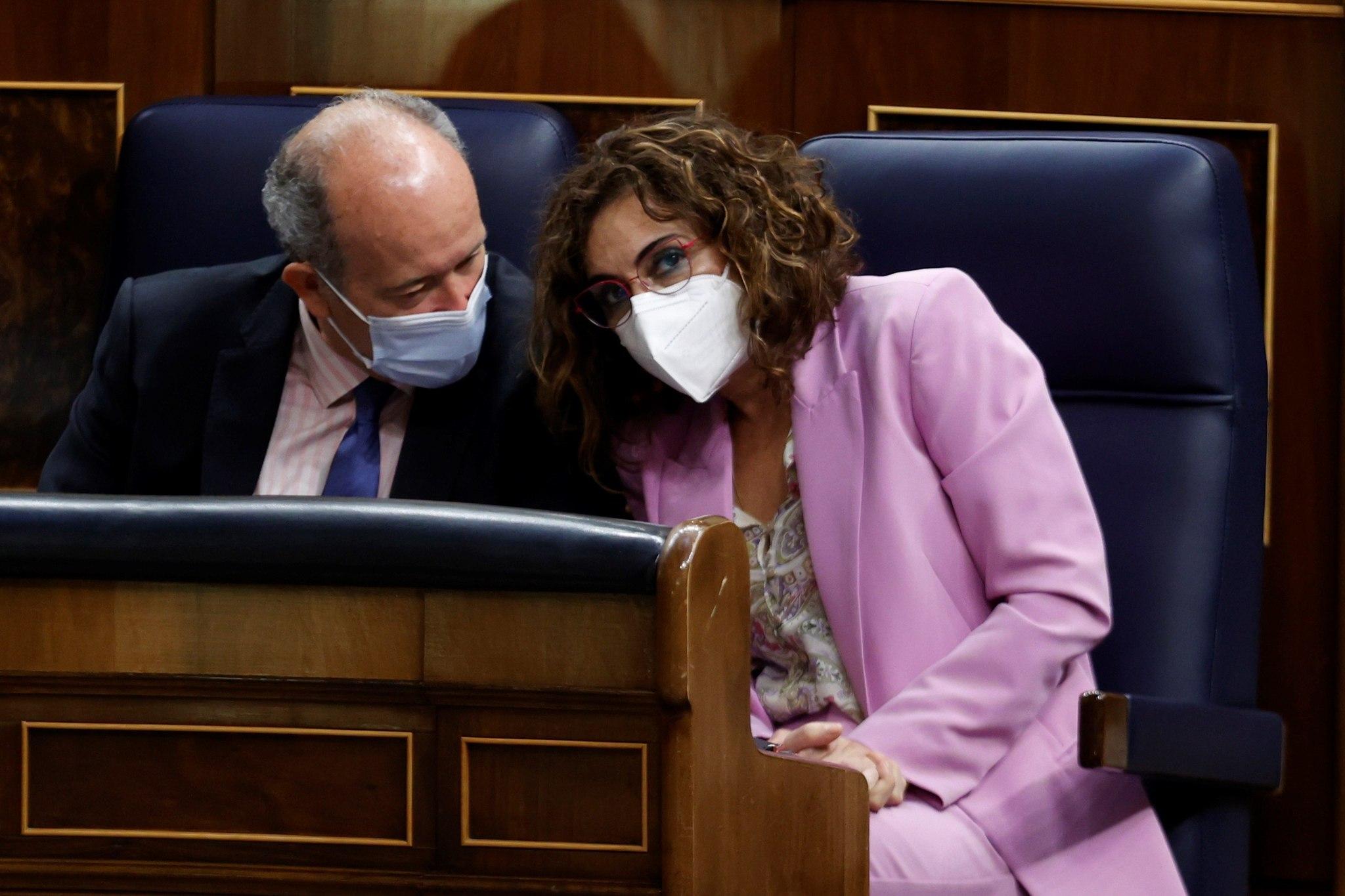 Juan Carlos Campo y María Jesús Montero, en el Congreso.