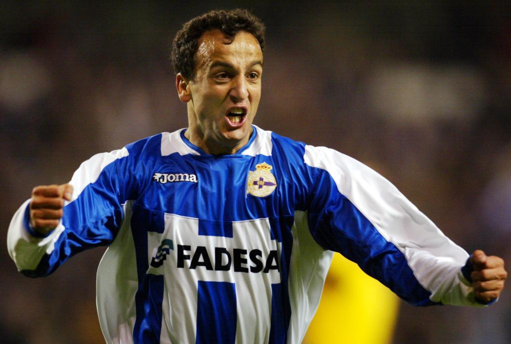 Fran celebra un gol del Depor al Milan en la Champions de 2004.