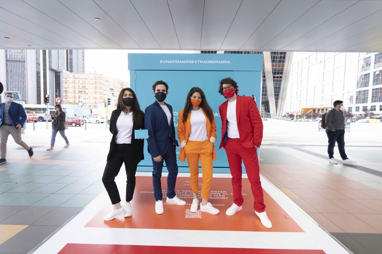 La campaña de Jaguar para motivarnos con teatro en plena calle