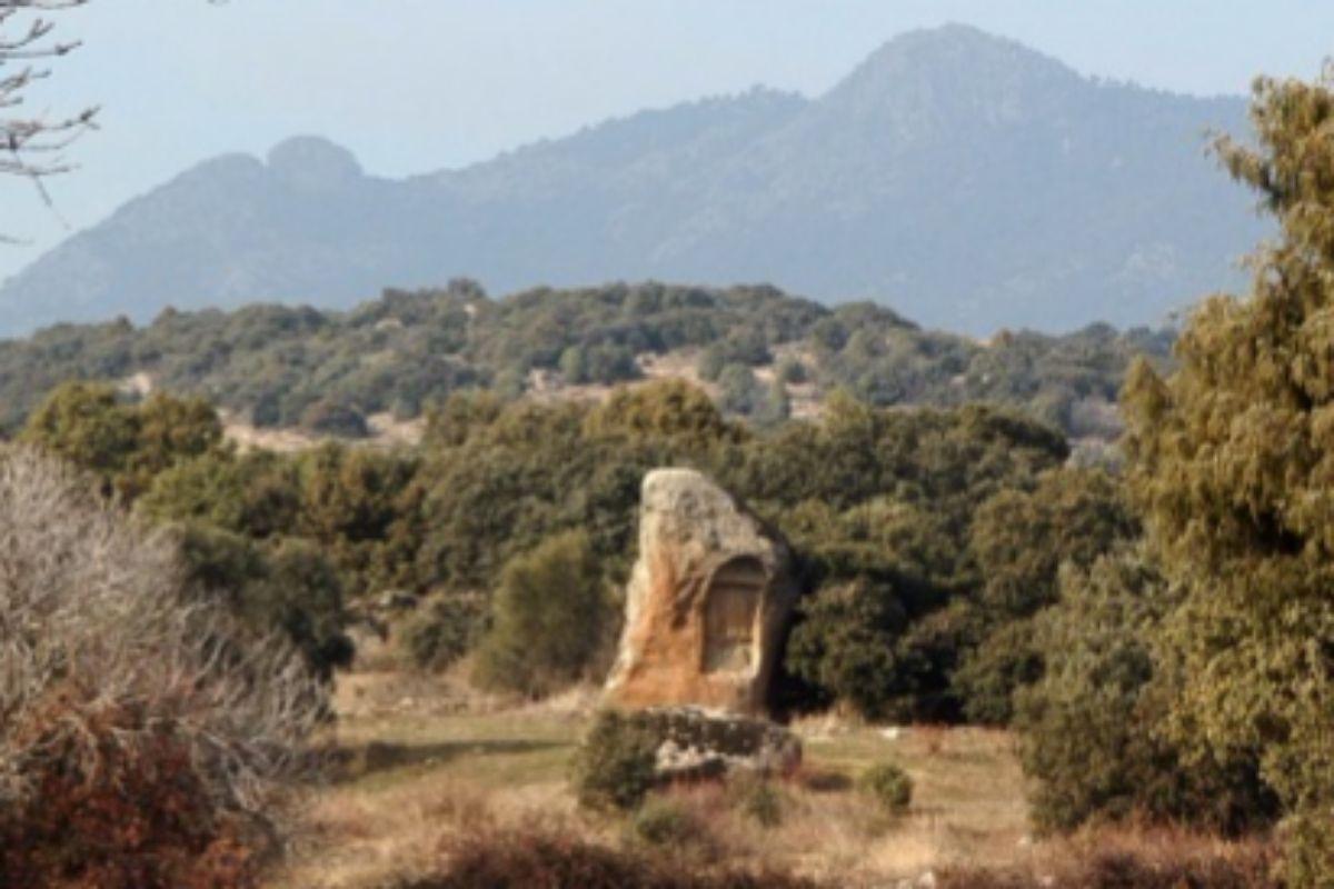 Piedra escrita (Cenicientos).