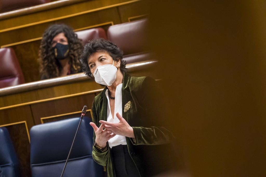 Isabel Celaá, en un Pleno en el Congreso.
