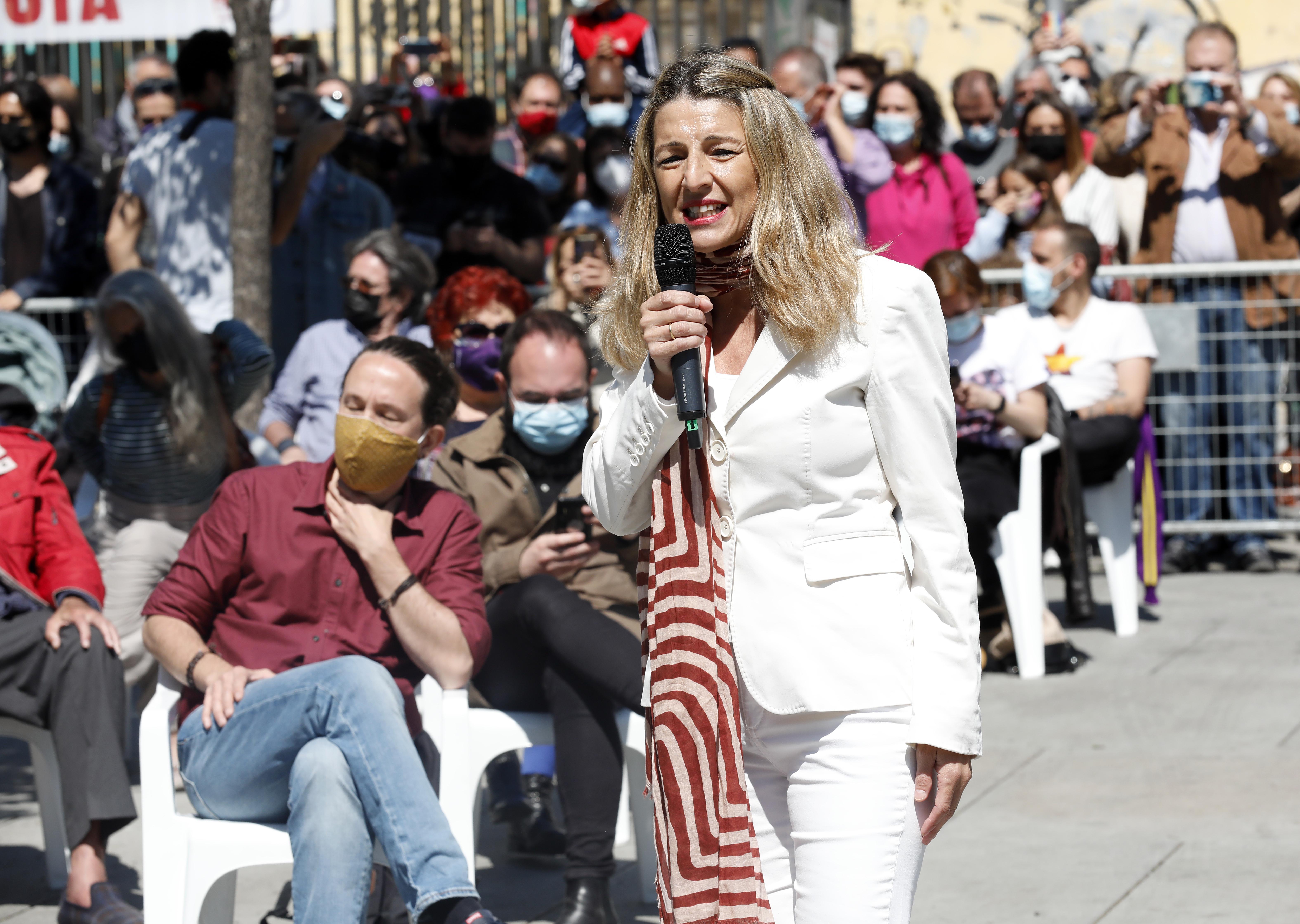 Yolanda Díaz, vicepresidenta y ministra de Trabajo, y Pablo Iglesias, candidato a la presidencia de la Comunidad de Madrid en un acto electoral en Lavapiés (Madrid) la semana pasada.