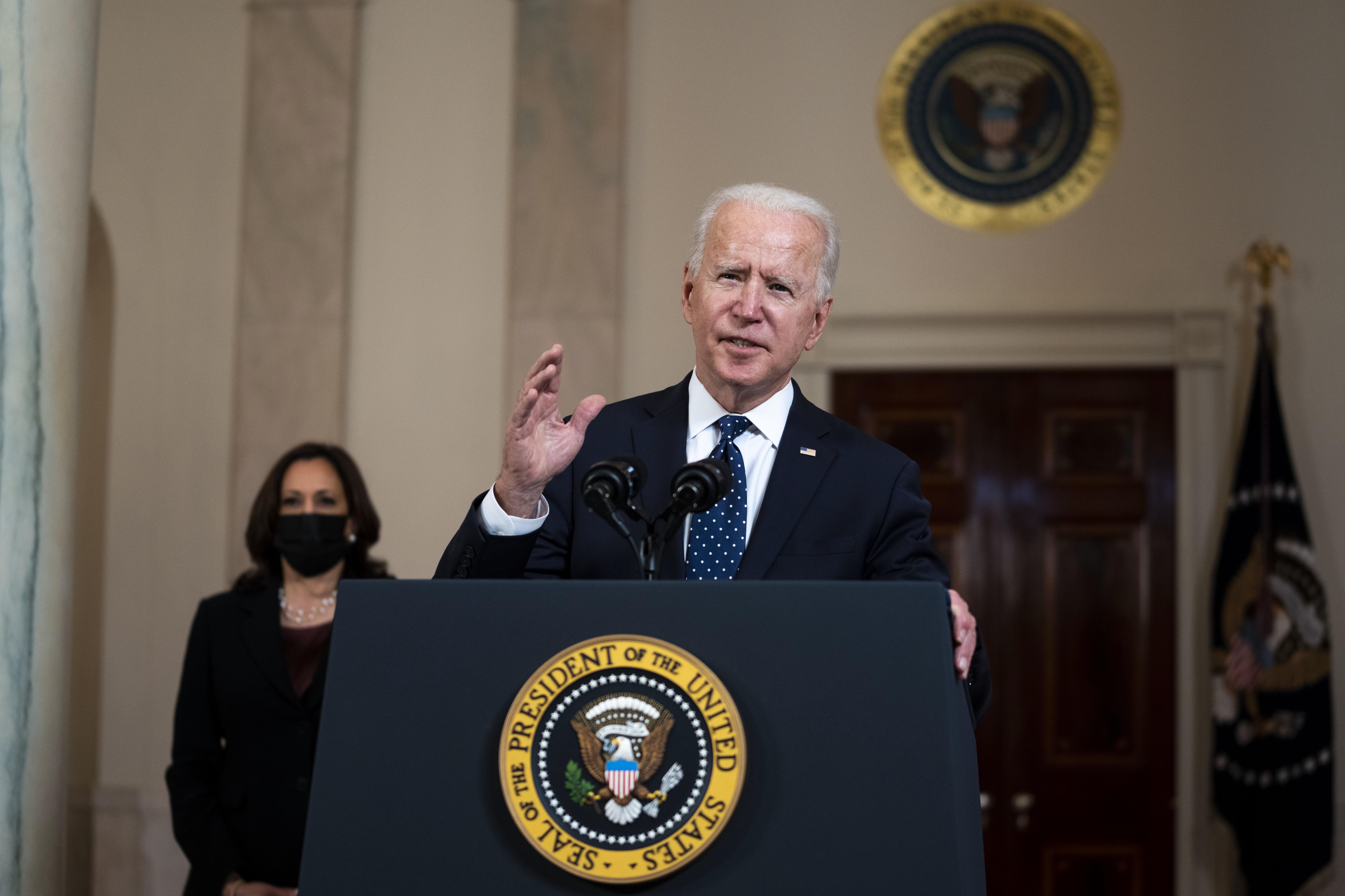Joe Biden y Kamala Harris se pronuncian en la Casa Blanca sobre la sentencia.