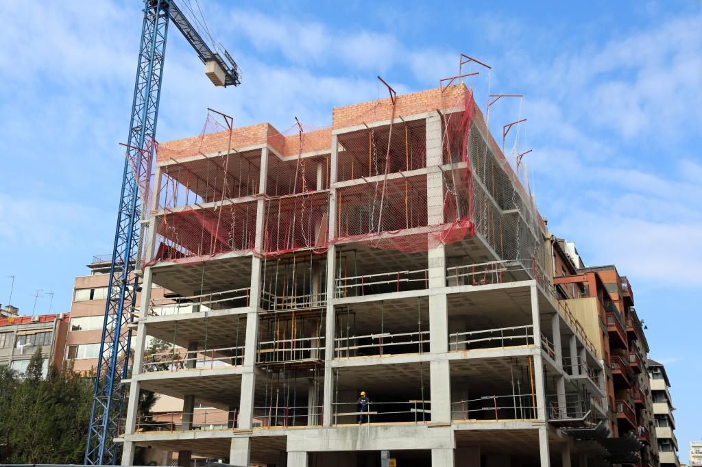 Construcción de un bloque de viviendas en Barcelona.