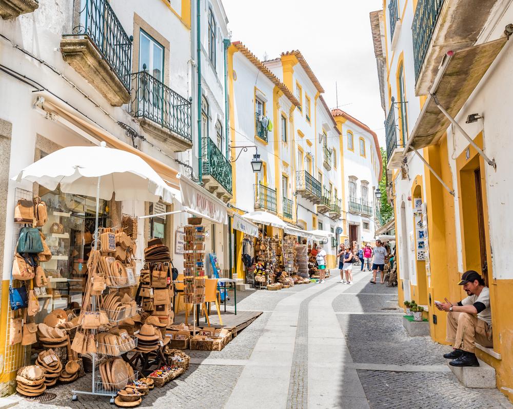 Tiendas de artesanía y souvenirs en Évora.