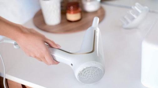 Regalos de belleza 'tecno' para el Día de la Madre: Secador DryCare Advanced de Philips.