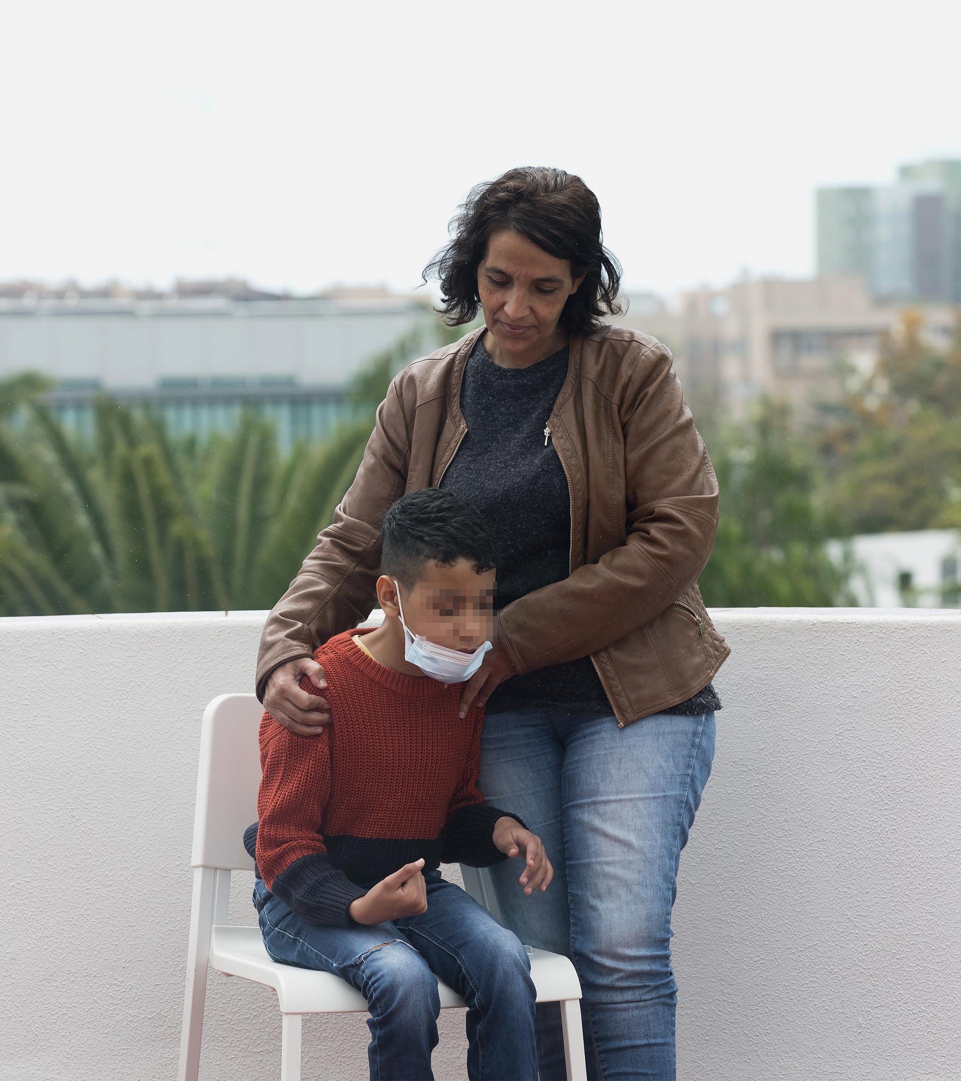 Mbareka Aachour y su hijo Omar.