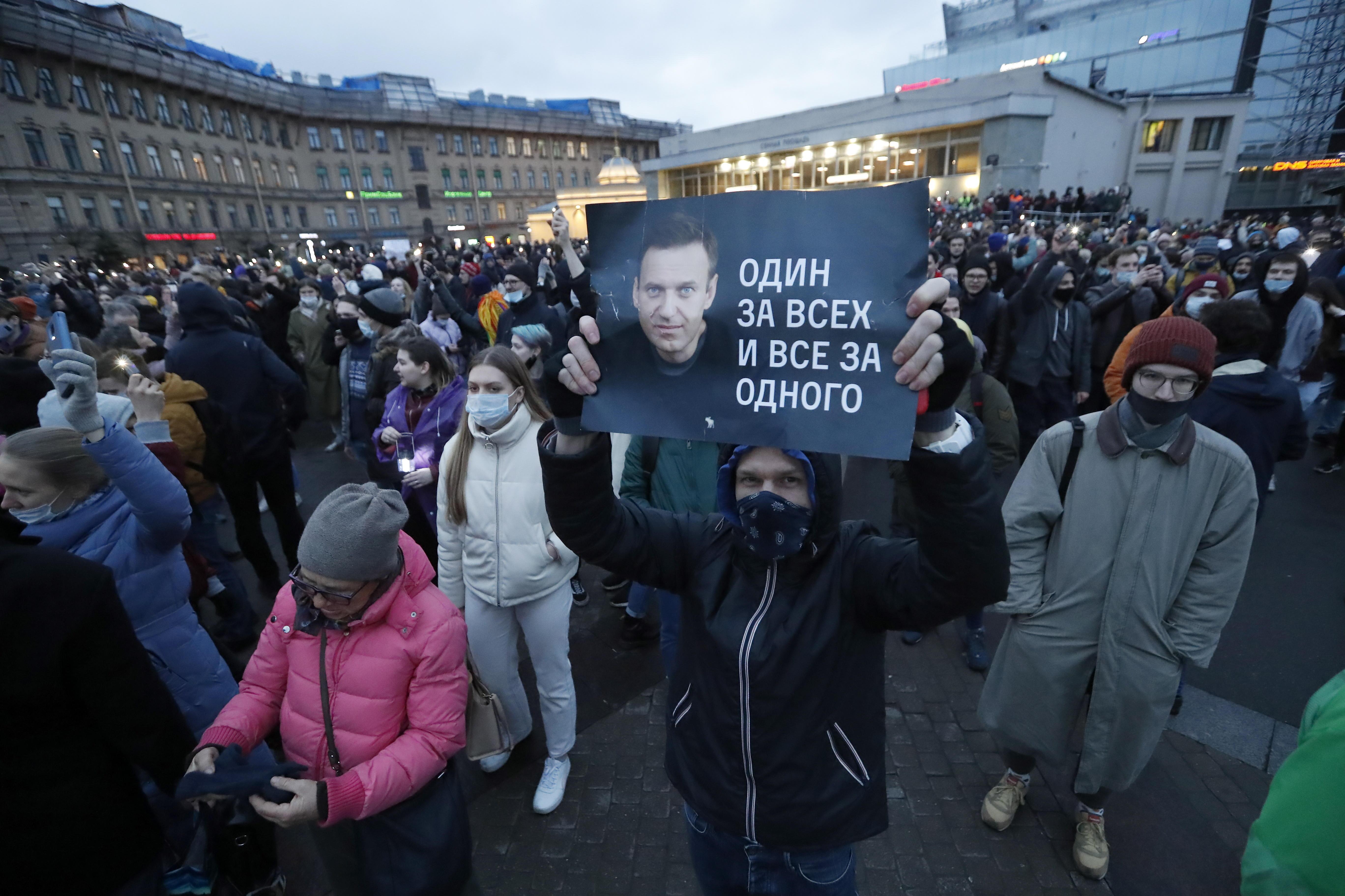 Manifestantes pro Navalny en San Petersburgo este miércoles.