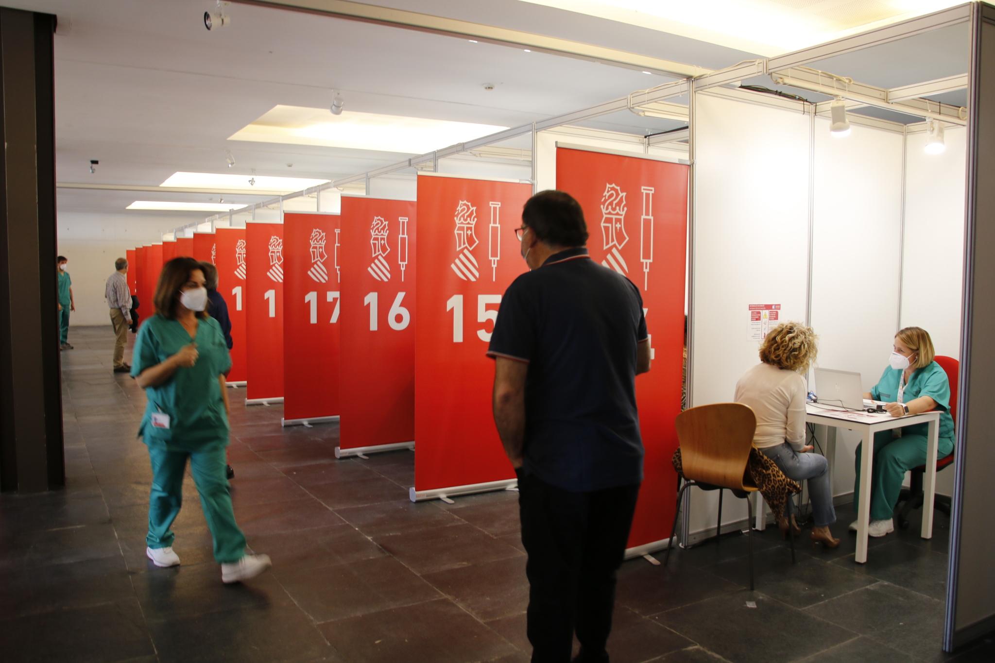 El Auditori de Castellón se estrenó el pasado lunes como centro de vacunación masiva durante día y medio.
