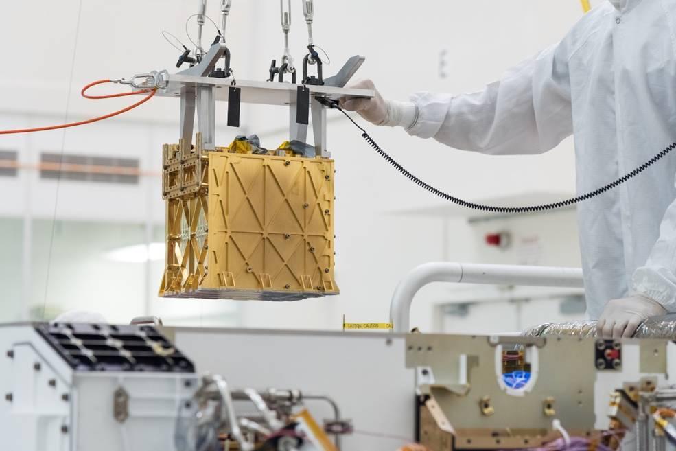El instrumento MOXIE para obtener oxígeno, en el JPL de la NASA