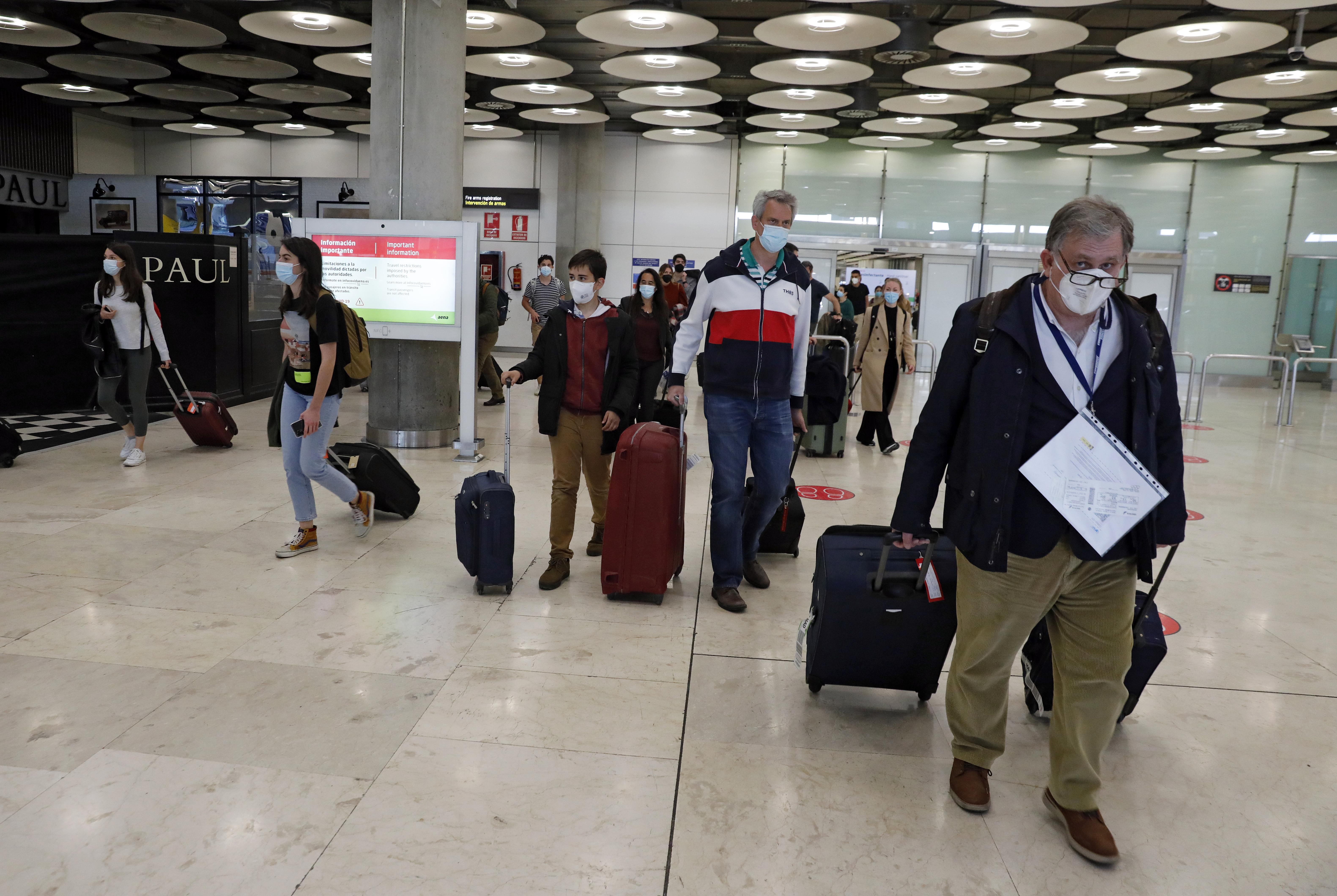 Pasajeros en el aeropuerto de Madrid.