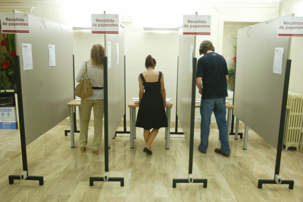 Abogados votando en una imagen de archivo