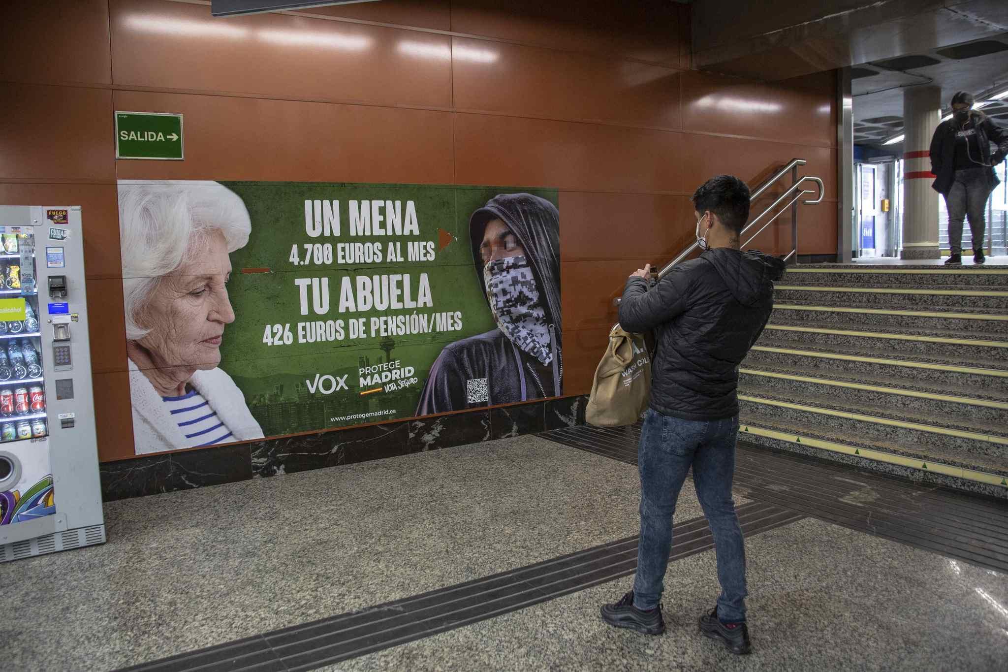 El cartel electoral de Vox, en el Metro de Madrid.