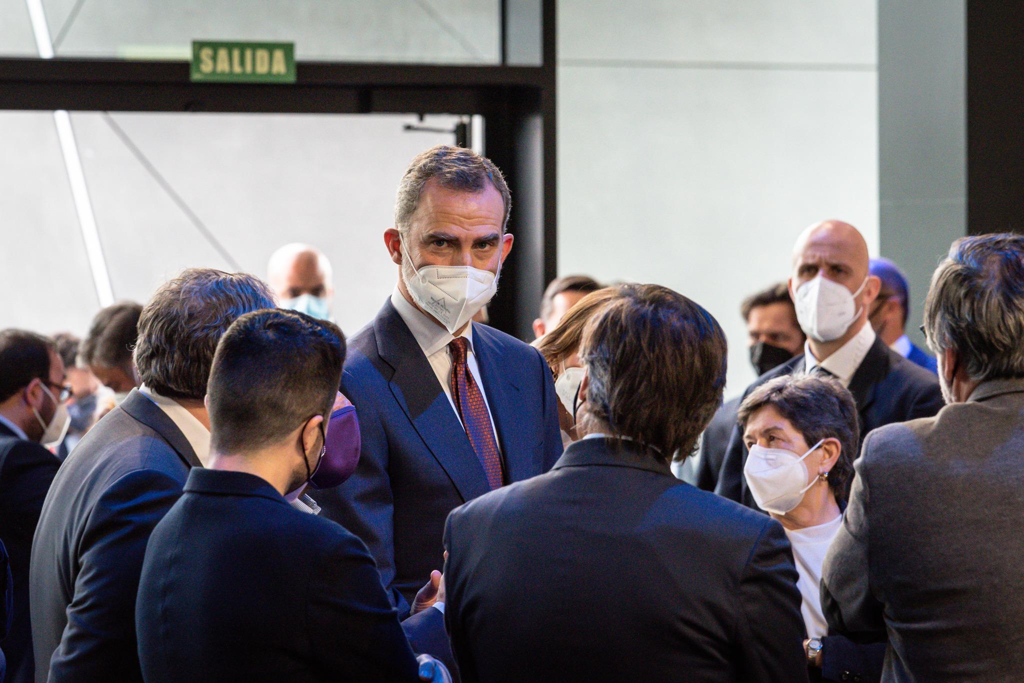 Don Felipe durante la visita a la fábrica de Seat