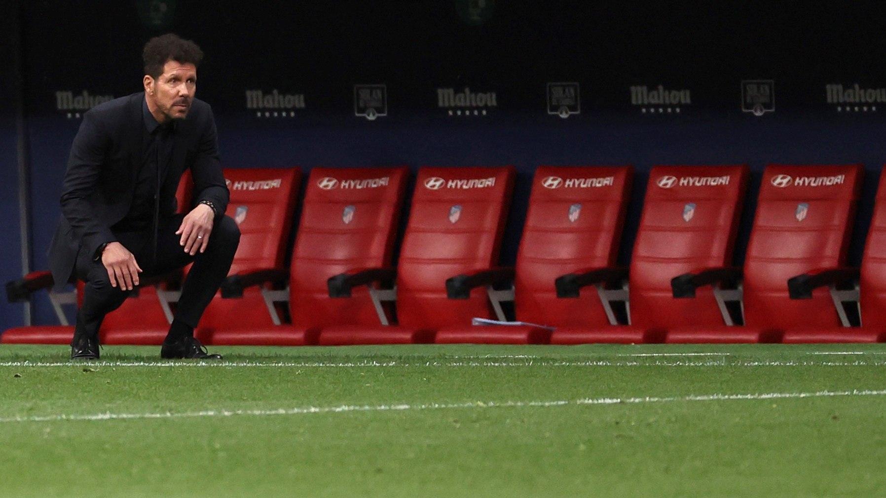Simeone, durante el partido ante el Huesca este jueves.