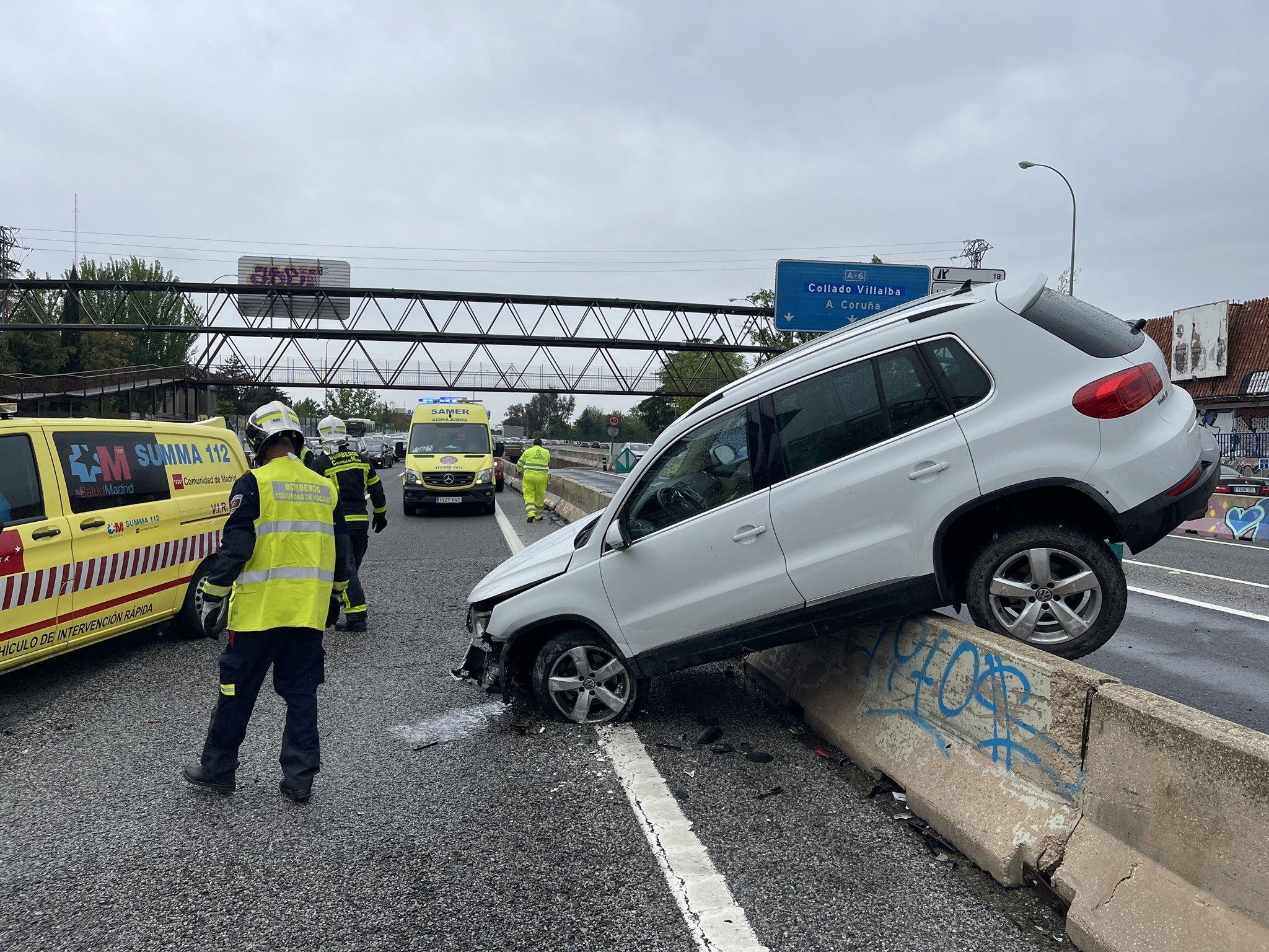 Accidente en la A-2 de Ford Focus blanco