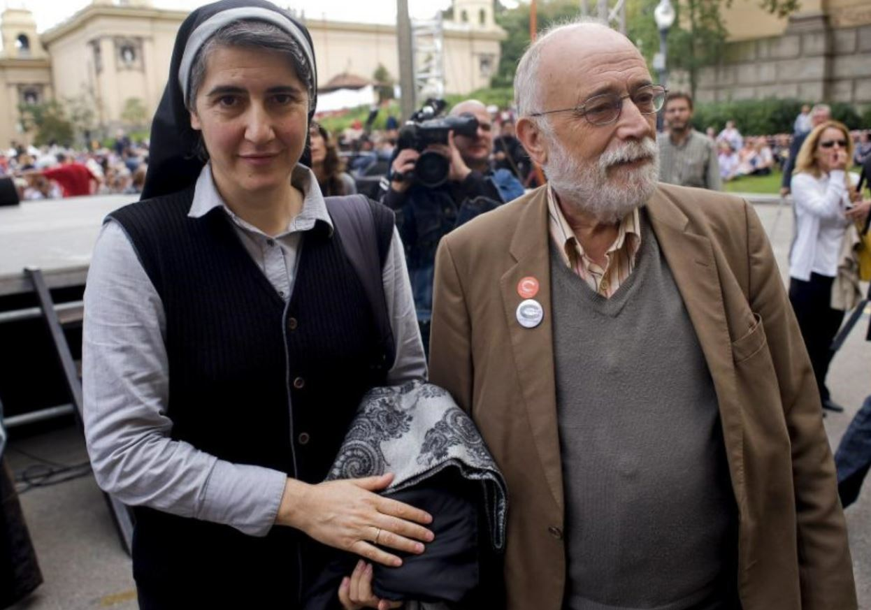 Teresa Forcades, junto al profesor Arcadi Oliveres.