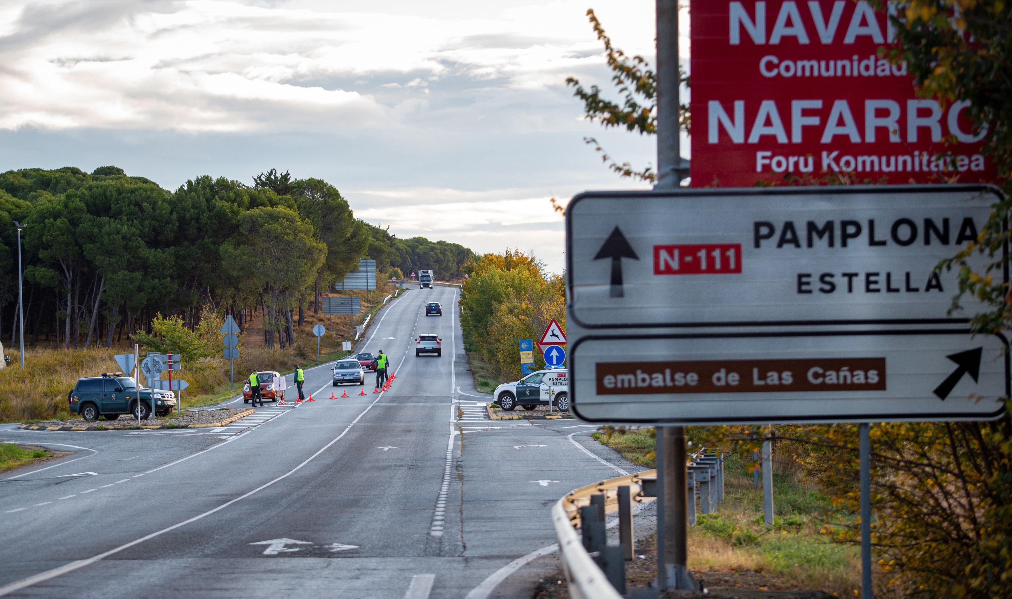 Control de la Guardia Civil en el límite entre Navarra y La Rioja.