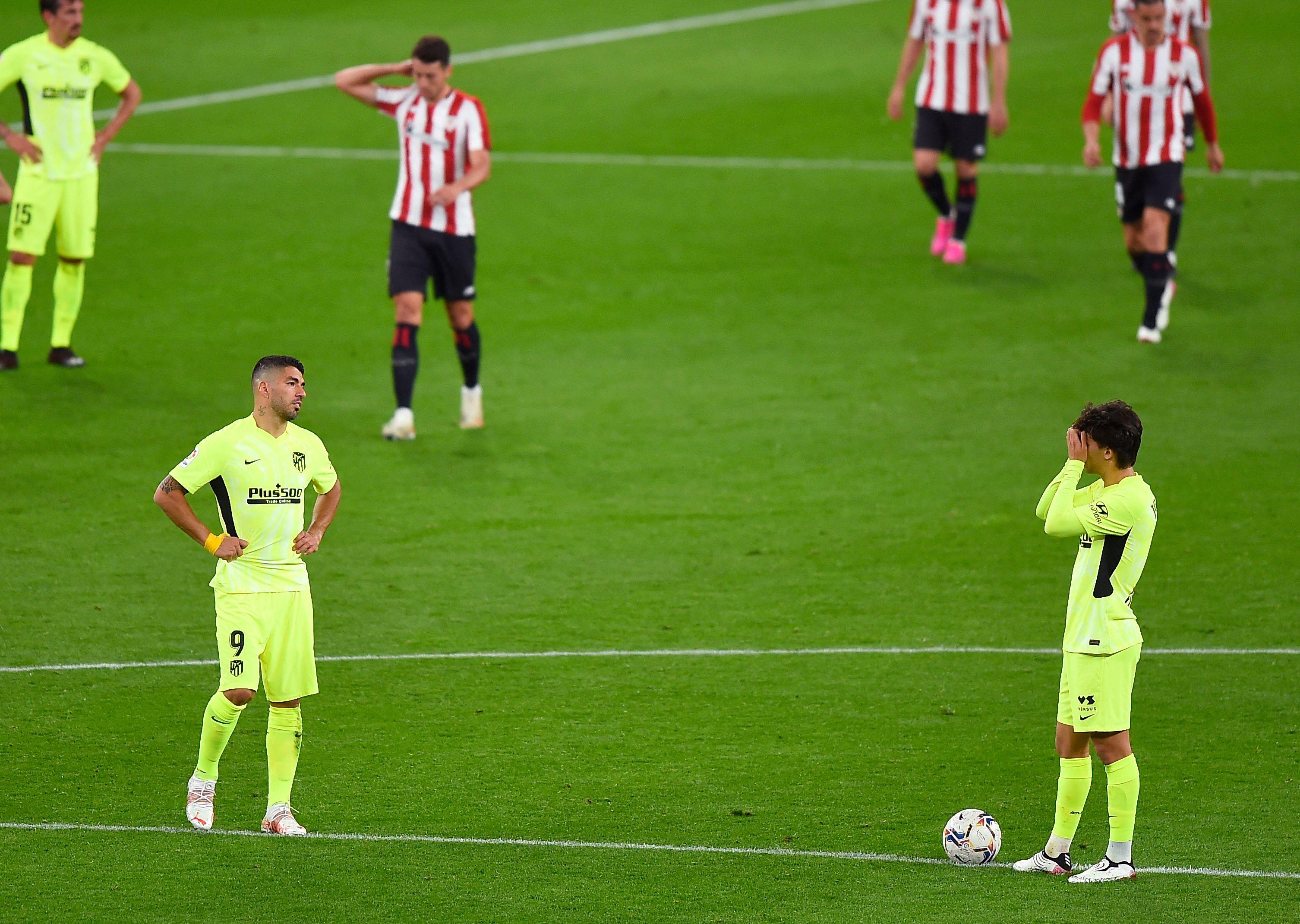 Luis Suárez y Joao Félix hablan tras encajar el gol.