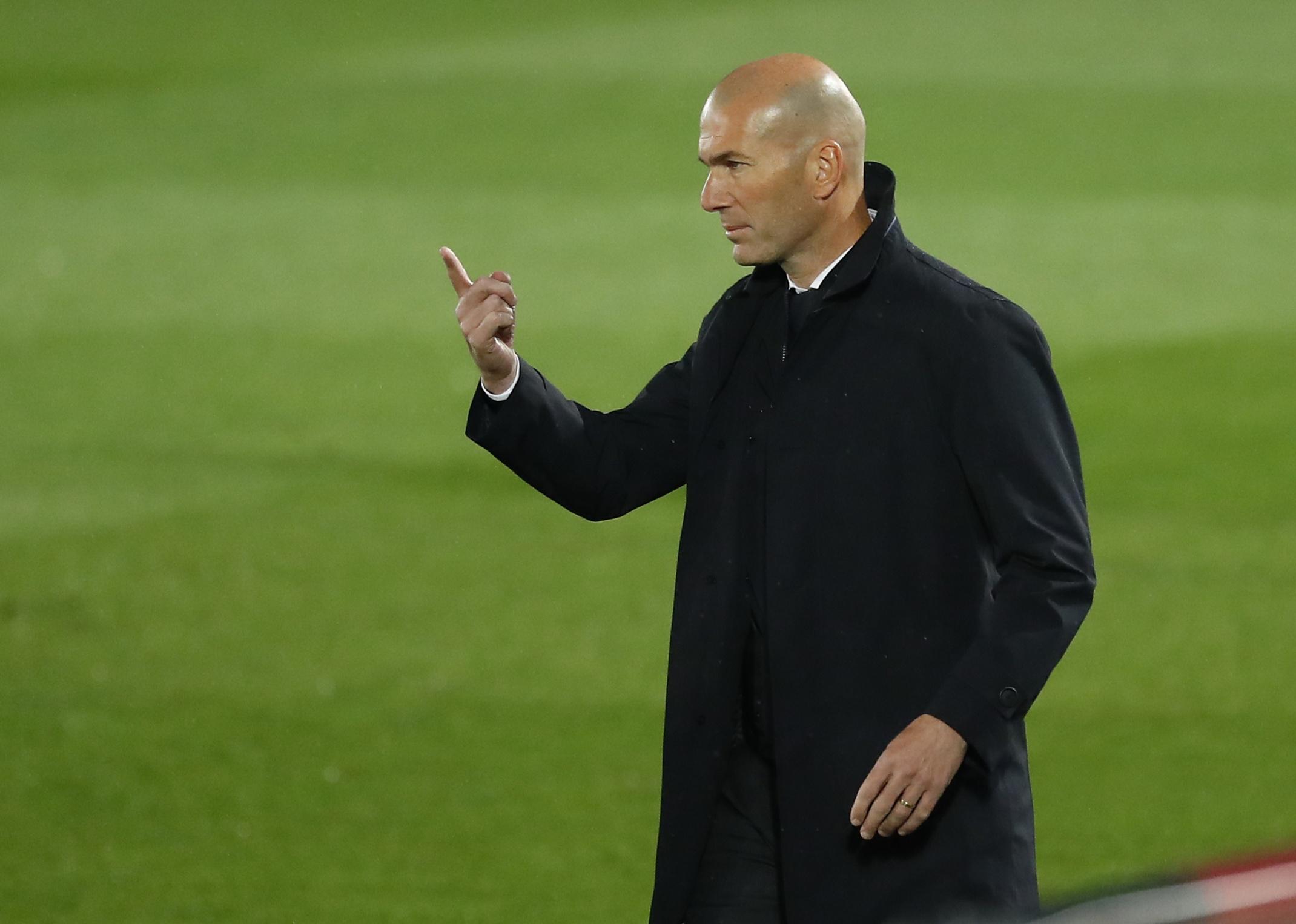 Zidane, ante el Betis.