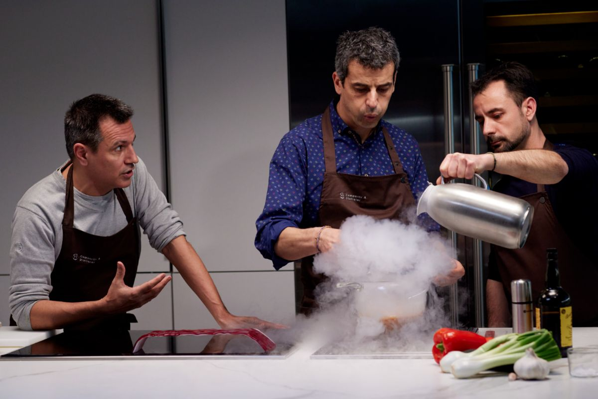 De izda. a dcha.: Oriol Castro, Mateu Casañas y Eduard Xatruch, en plena clase.