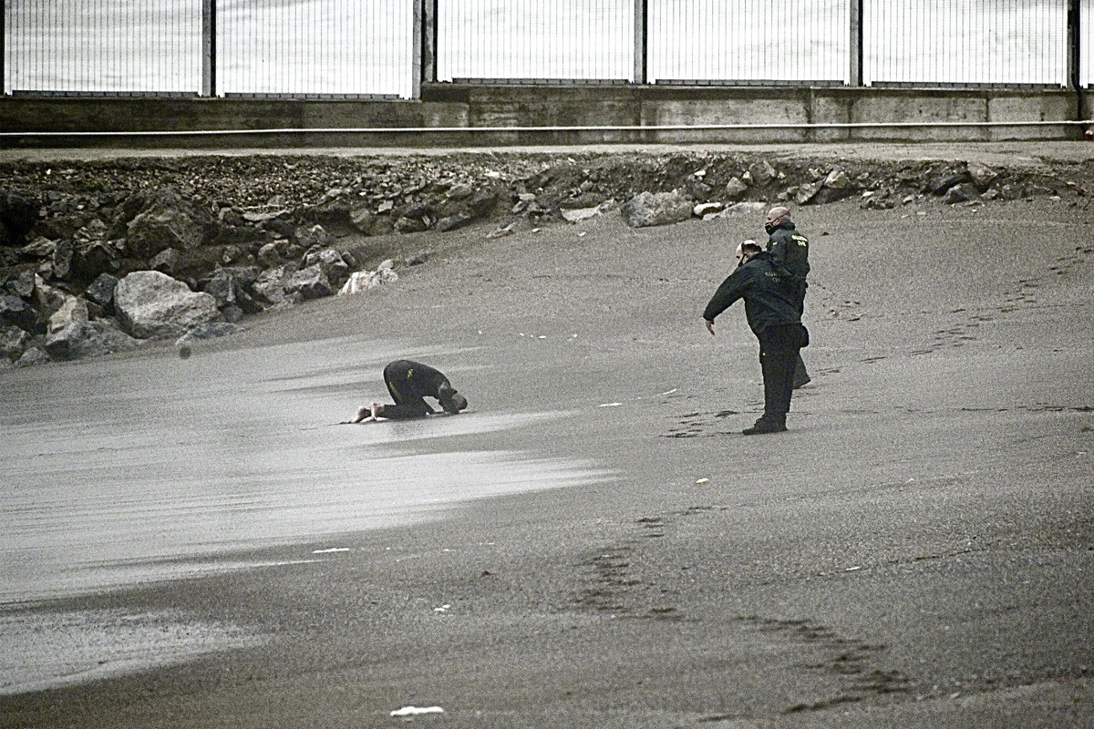 Un marroquí llega a nado a Ceuta.