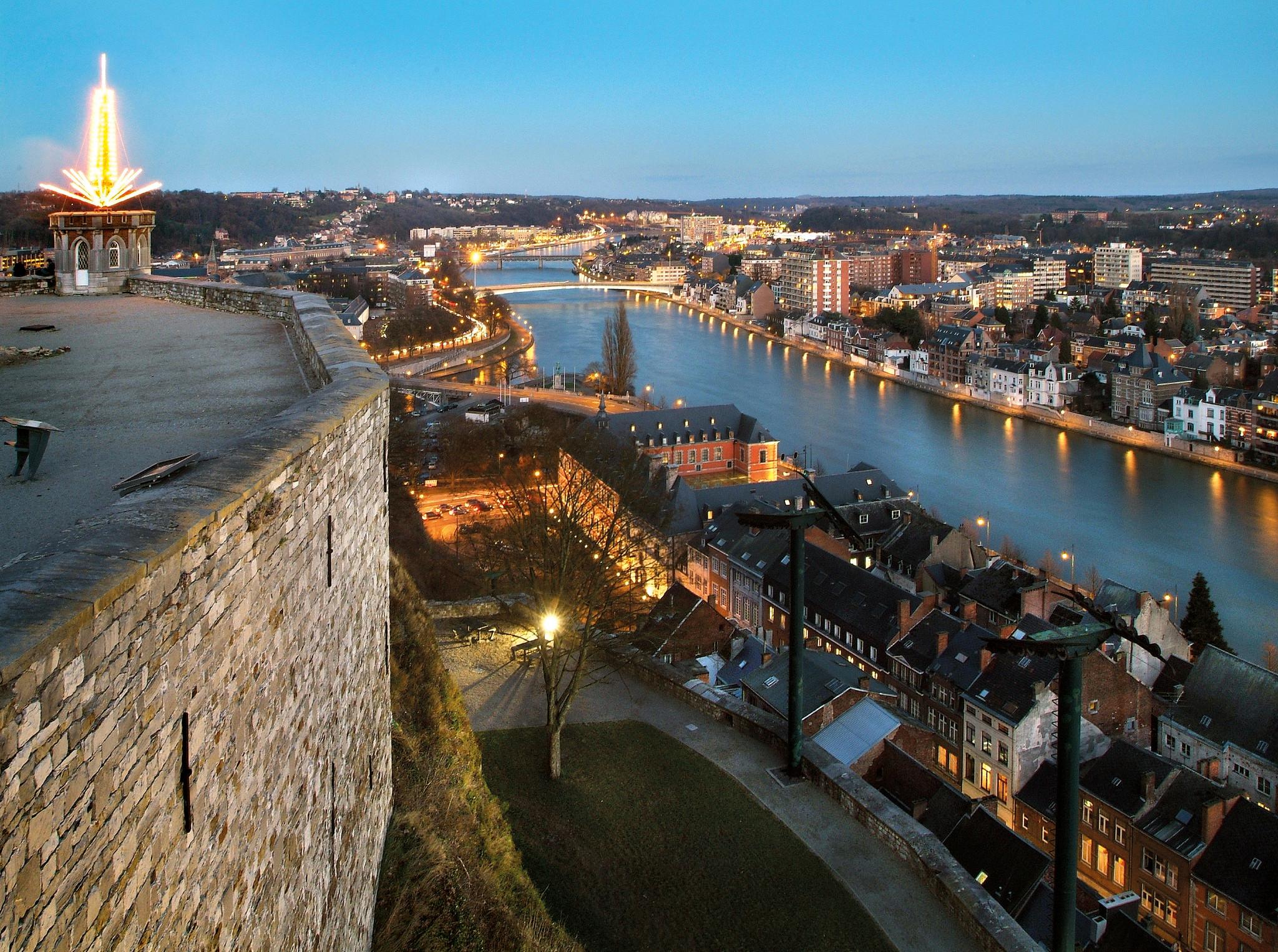 Vista de la ciudad de Dinant desde la Ciudadela de Namur.