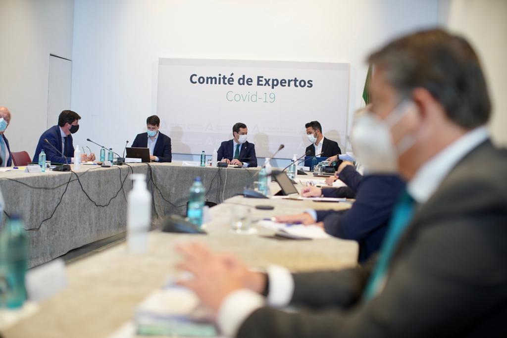 El presidente de la Junta, Juanma Moreno, preside la reunión del comité de expertos este martes en San Telmo.
