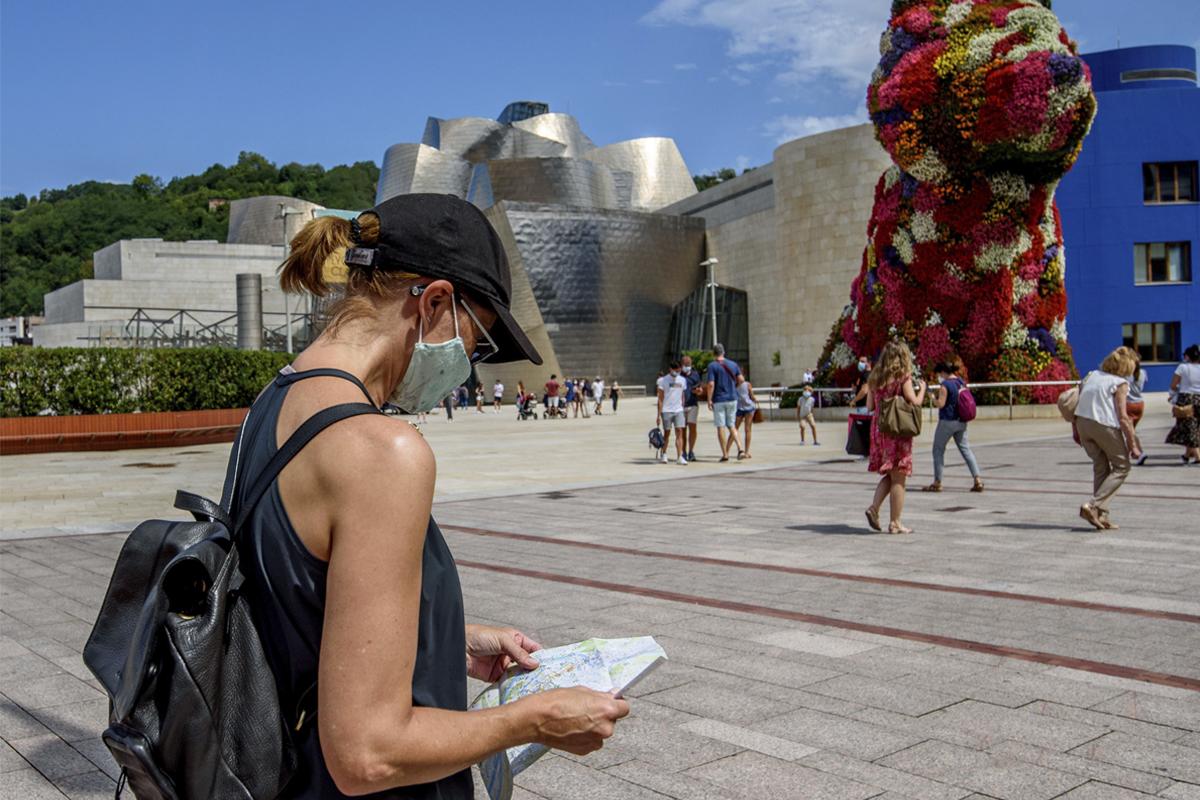 Turistas en Bilbao, el verano pasado.