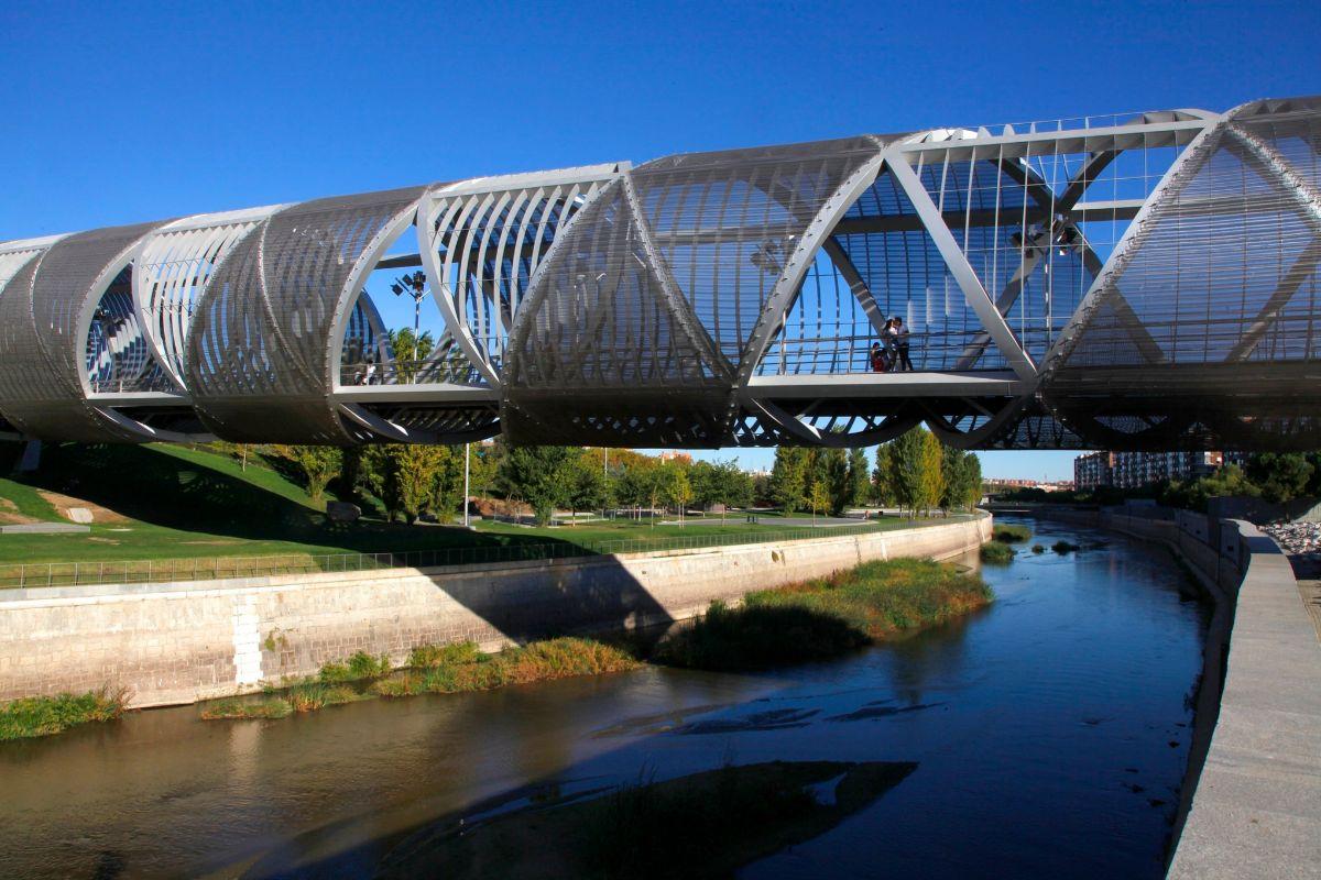 Puente monumental del parque de Arganzuela.