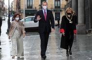 Carmen Calvo, el Rey y María Teresa Fdez de la Vega.