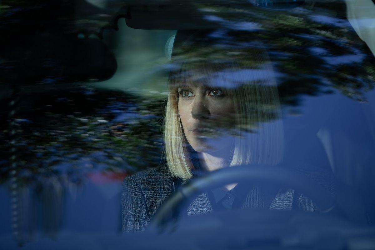 Alexandra Jiménez encarna a una entregada agente de policía.