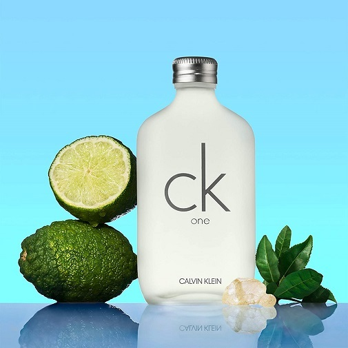 Por qué nos gustan tanto los perfumes que huelen a limpio: CK One de Calvin Klein