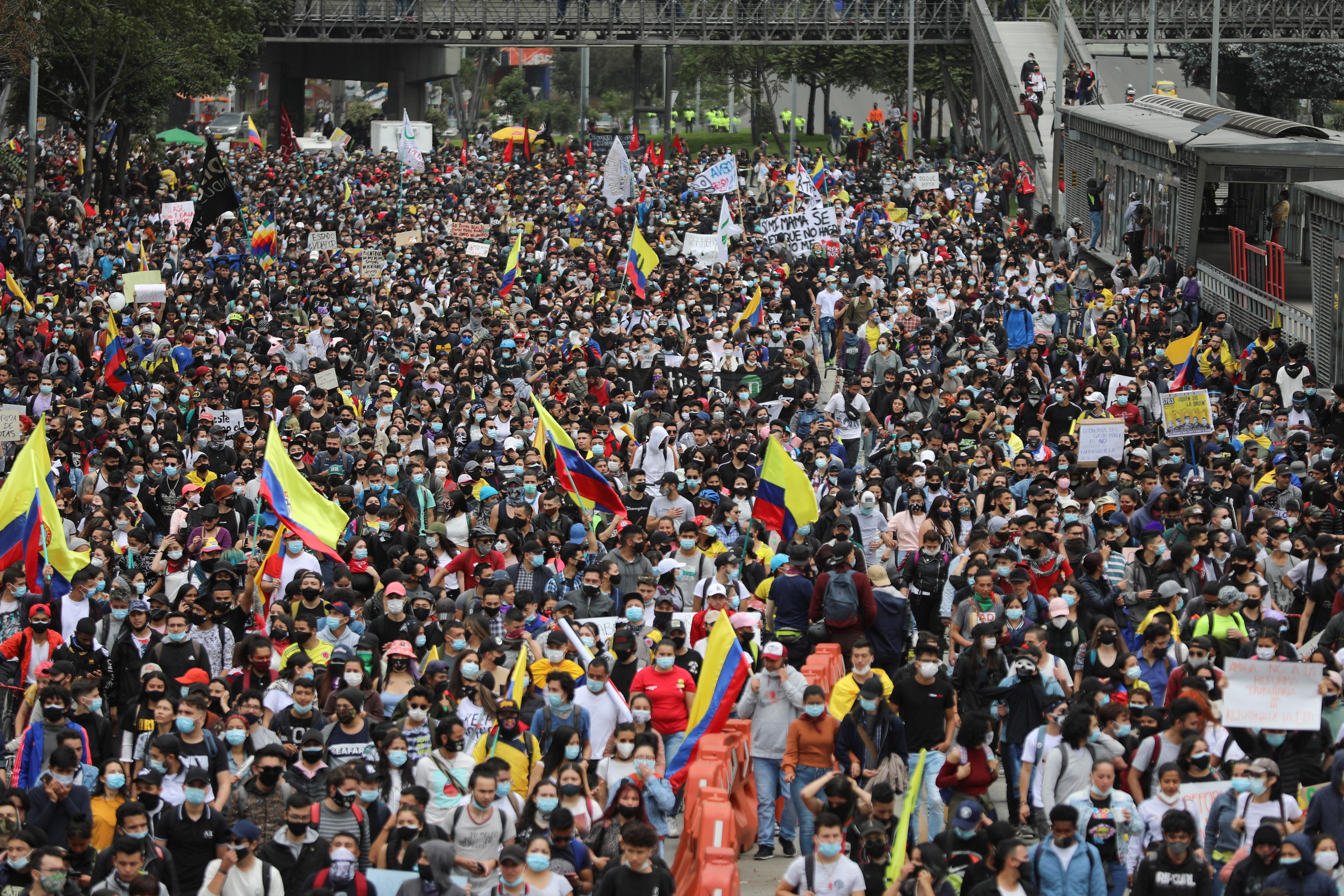 Marcha contra la reforma tributaria este miércoles, en Bogotá.
