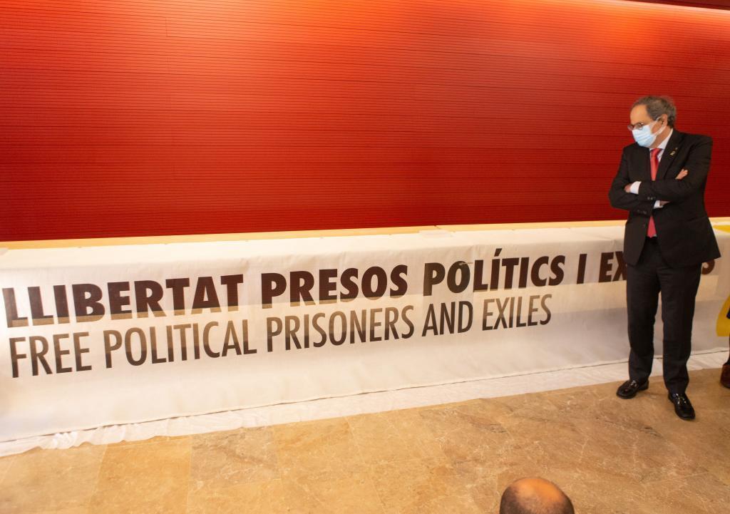 Torra cuando entregó la pancarta al Museo de Historia de Cataluña