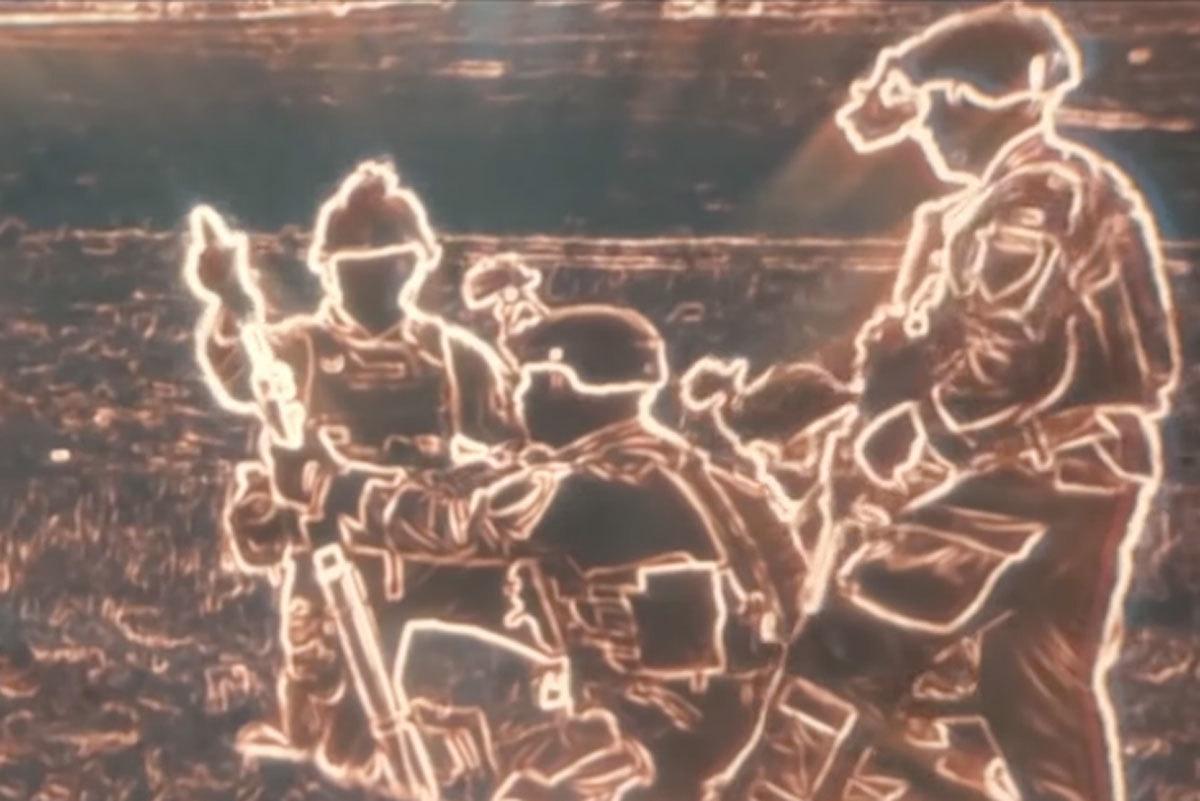 Fotograma obtenido de las gafas de visión nocturna en la que se muestra silueteado de forma clara el contorno de una dotación de mortero.