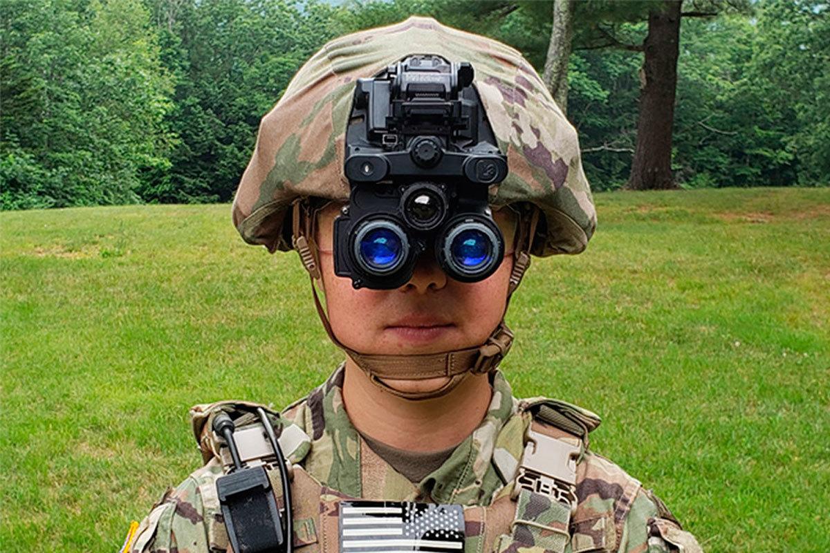 El aspecto de las gafas de visión nocturna equipadas