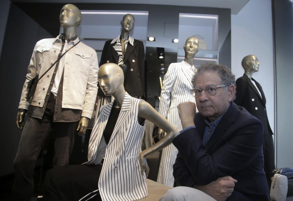 Roberto Verino, en su tienda de Serrano.