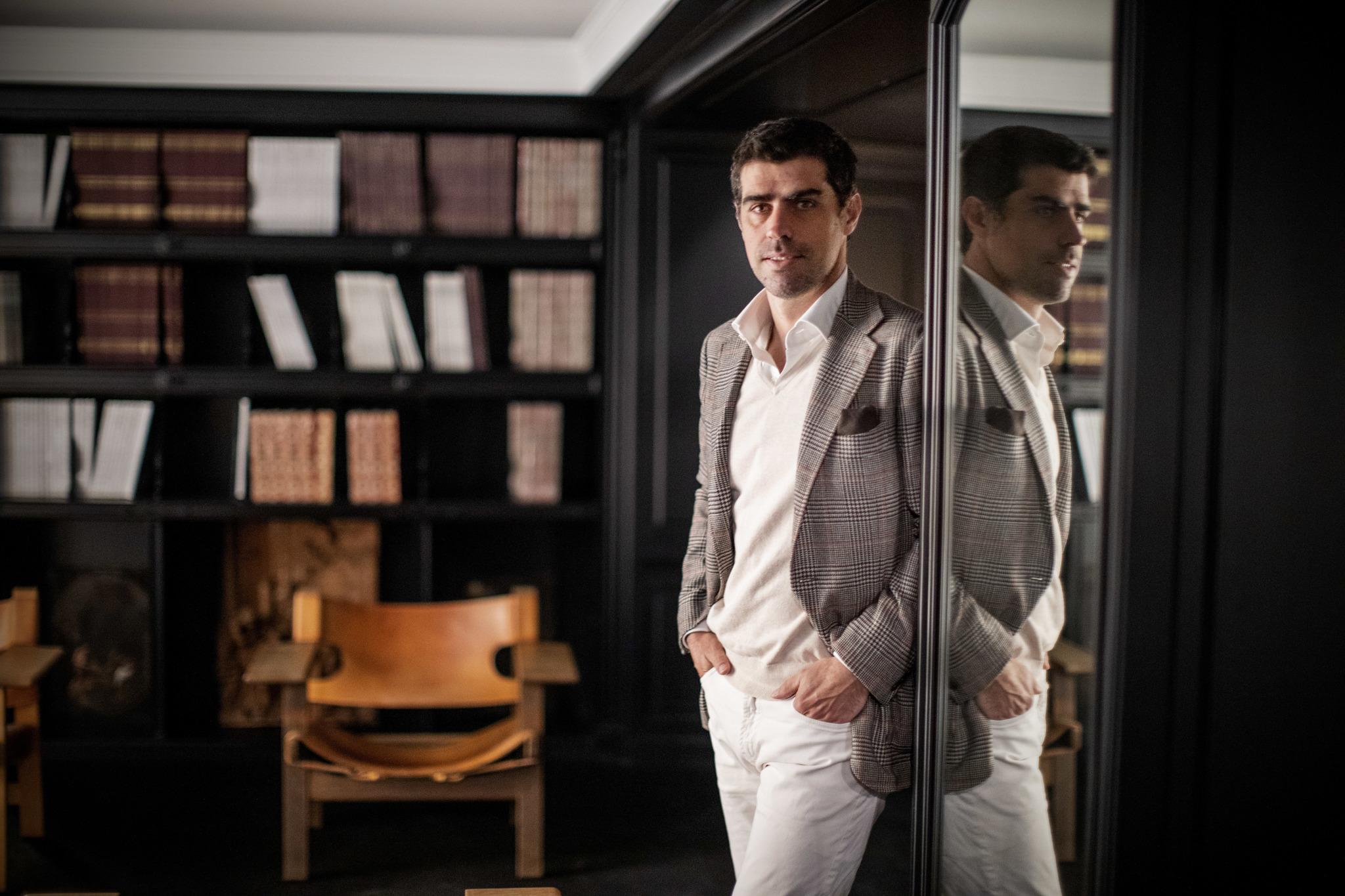 Jorge Coll, en la galería Colnaghi de Madrid.