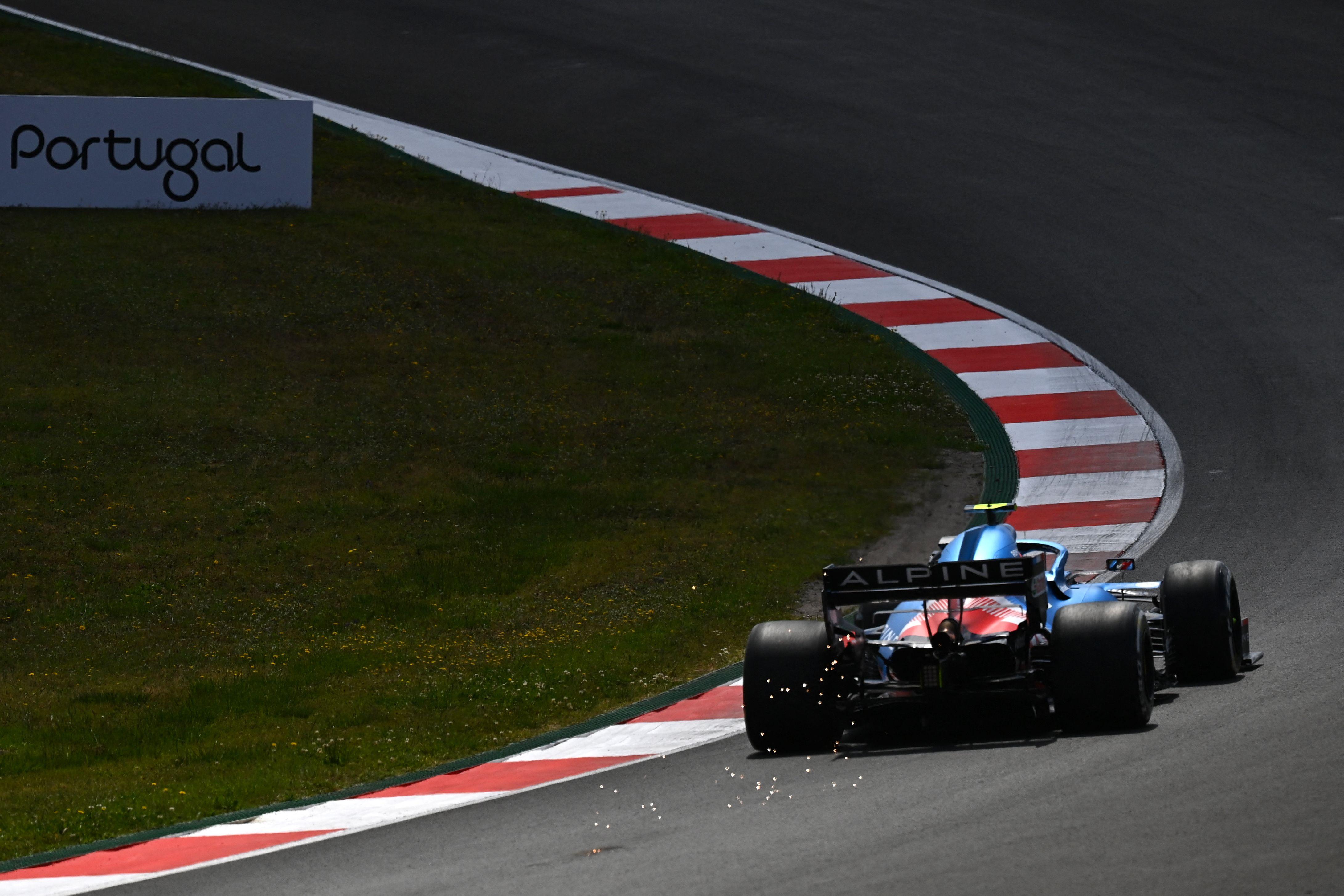Alonso, con el A521, durante la primera sesión libre en Portimao.