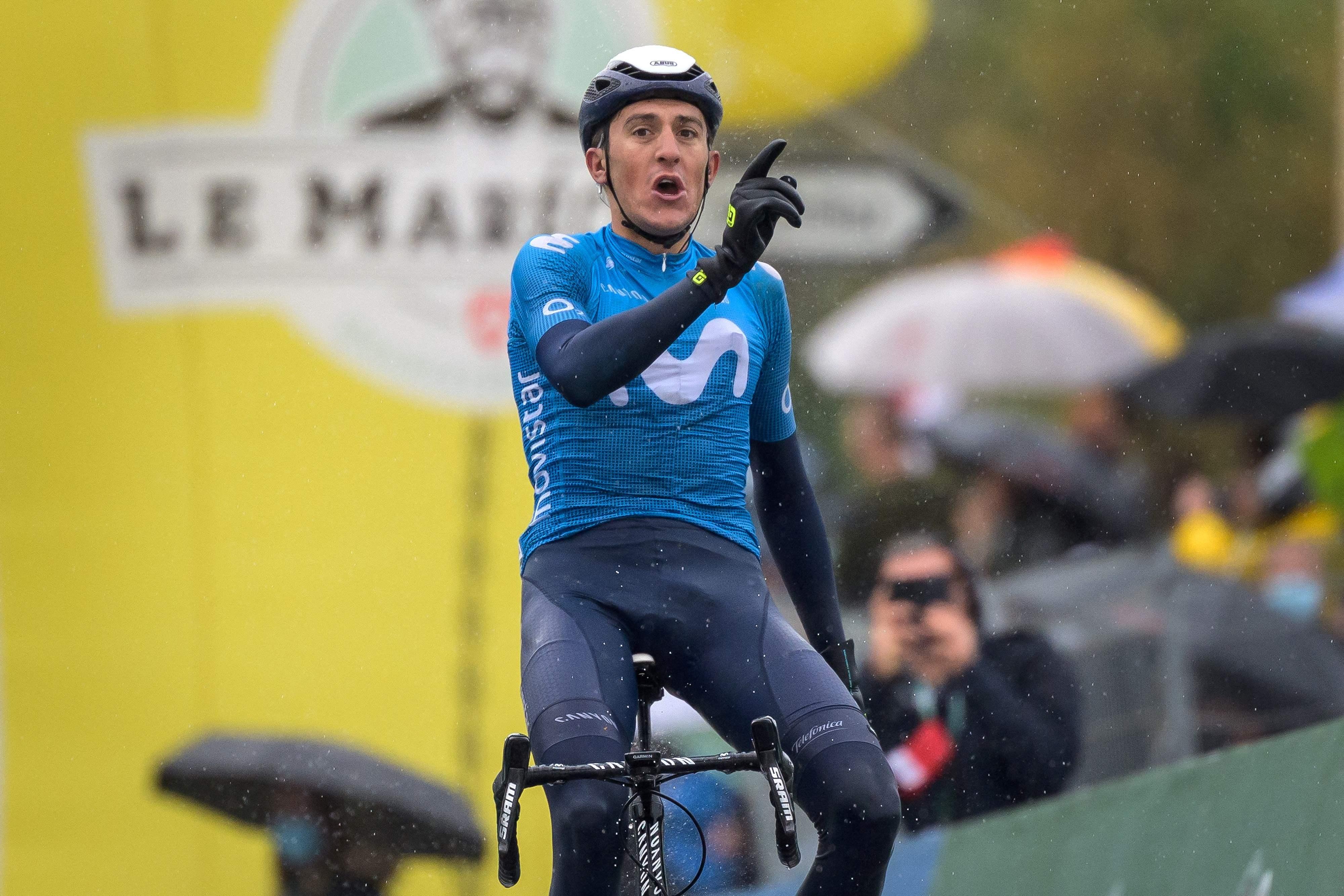 Marc Soler celebra su victoria en la etapa.
